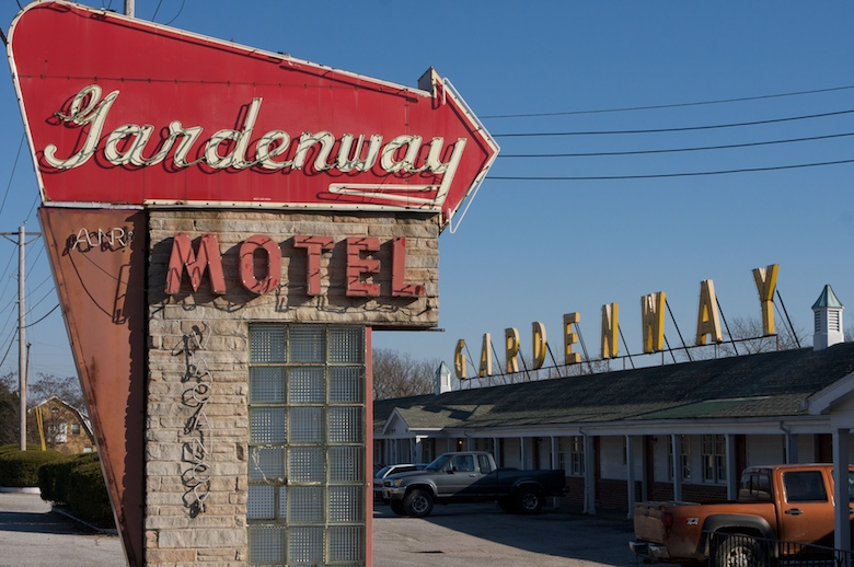 Classic neon sign at 66's Gardenway Motel