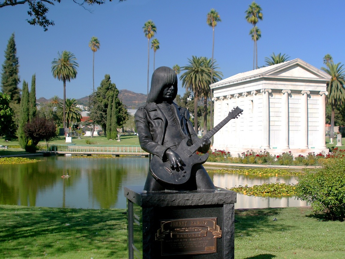Hollywood Forever Cemetery – Pay your respects to Johnny Ramone & Jayne Mansfield on Route 66