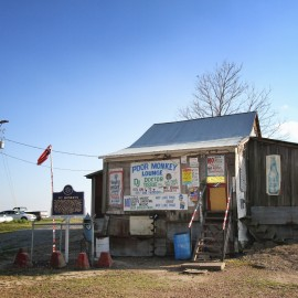 Po' Monkeys – a real deal juke joint on the Mississippi back roads